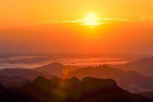 大美武當!游客凌晨登頂看日出