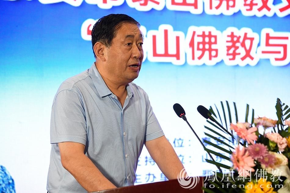 泰安市委统战部副部长张庆峰致辞(图片来源:凤凰网佛教 摄影:宋森)