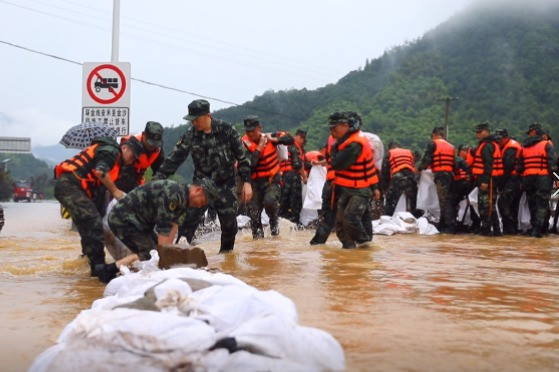 视频 | 浙江诸暨百年一遇极端暴雨:武警紧急投入抗洪一线