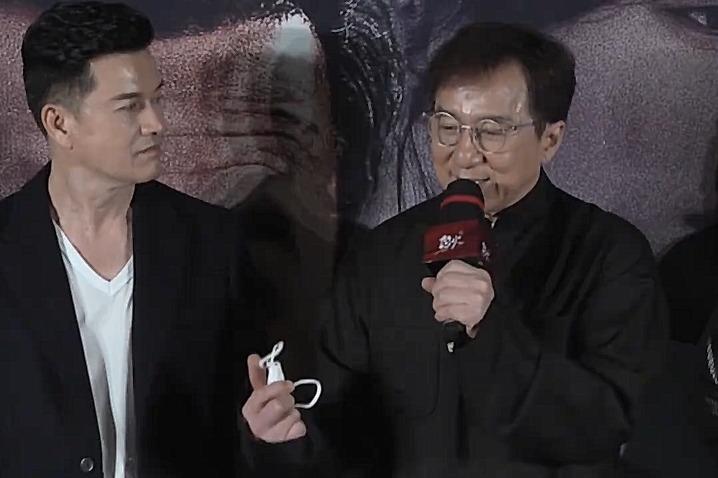 成龙王晶亮相《怒火·重案》首映 追忆已故导演陈木胜