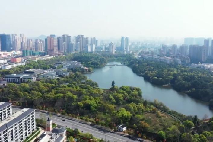 江西上饶:绿地生态美 城市处处春