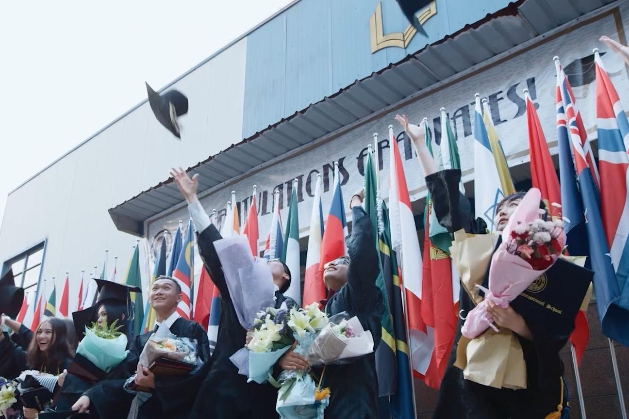 视频   杭州调整大学毕业生落户、应届高学历毕业生生活补贴政策