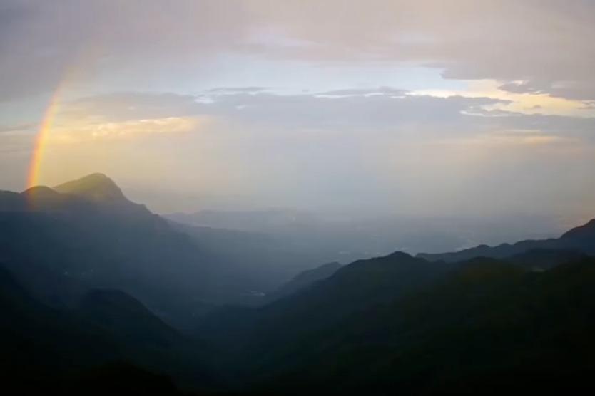 江西庐山:雨后呈现双彩虹